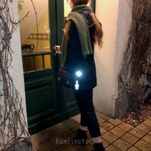 Violinschlüssel Reflektor-Anhänger. Perfekt für Musiker, Radfahrer und Fußgänger. Kann leicht an Taschen oder Instrumentenkoffern angebracht werden.