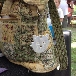 Dekorativer Katze Reflektor-Anhänger macht sich gut an Taschen, Rucksäcken, Ranzen und mehr.