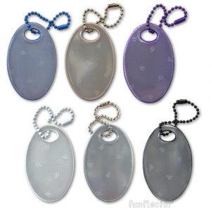 Ovale Reflektor-Anhänger in dezenten Farben. Sicherheitsreflektoren müssen nicht immer grell sein. Diese eignen sich perfekt zum Einkaufsbummel und können gut an Taschen, Rucksäcken und Jacken befestigt werden.